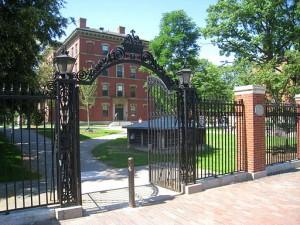 Bradstreet_Gate_aka_1997_Gate_(Harvard_Yard)_-_IMG_8987