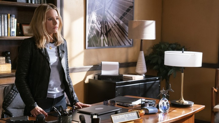 Veronica Mars stands at her desk in a season four episode of the show